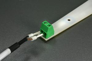 1PRO vuoto- ja kosteushälytin sensorin johdon kiinnitys tunnistimeen