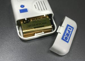 1PRO vuoto- ja kosteushälytin sensorin keskusyksikön patteri läheltä